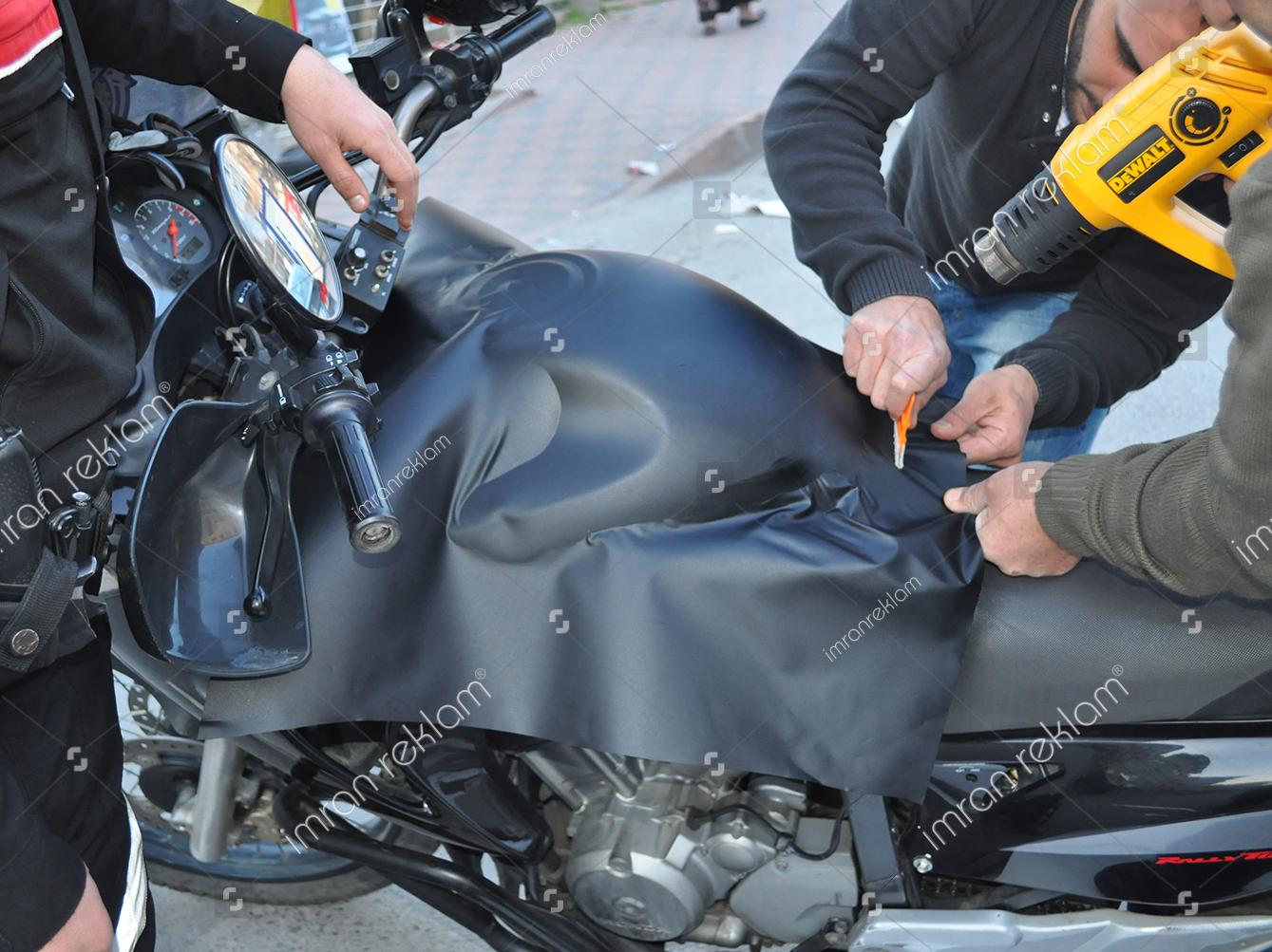 mat-siyah-motor-giydirme